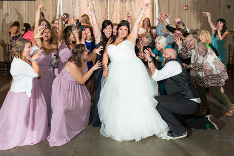 bride dances to thriller at raccoon creek wedding